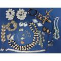 ESTATE JEWELRY VINTAGE LOT 29 PIECE CORAL SEA SHELL EARRINGS BRACELETS NECKLACES